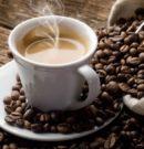 Не більше двох чашок: кому варто обмежити споживання кави